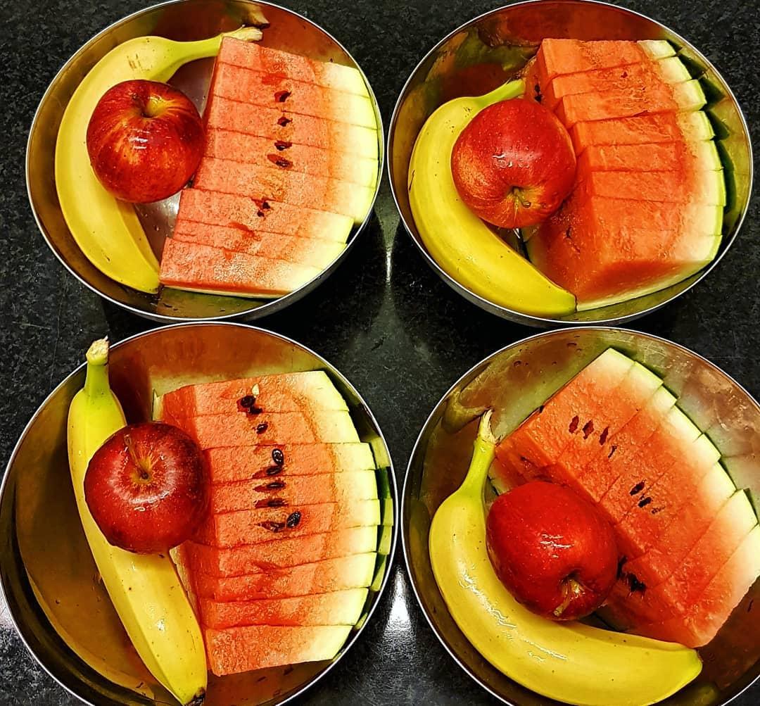 Frukt serveras efter varje lunch.